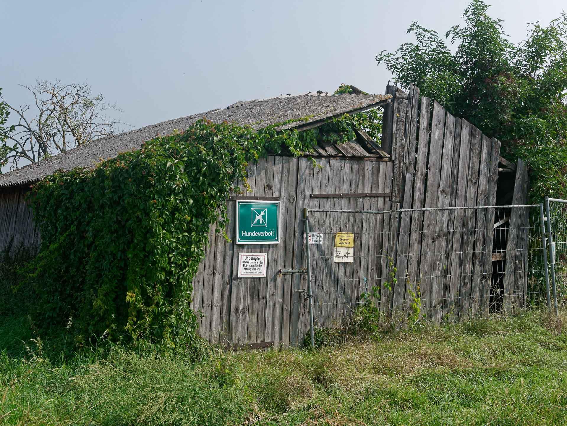 Betreten des Betriebsgeländes streng verboten !